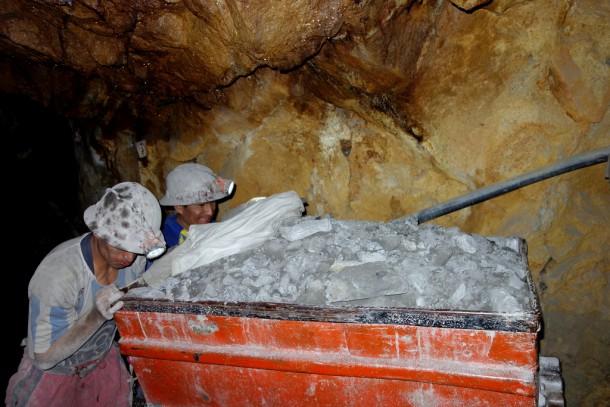 Bolivia - Potosí - mineros at work