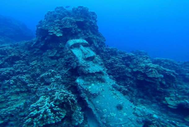 Chile - Easter Island, scubadiving, underwater Moai